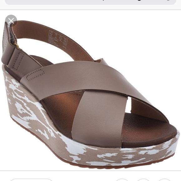 6e5b305f0036 Clarks Shoes - NWOT Clarks Leather Cross Band Wedge Stasha Hale